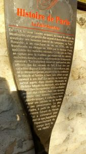 The metalic information panel put up by the Mayor of Paris outside the 'Sandrin Folly' (The Sandrin Mansion) in Montmartre. The text is in French and is translated in the body of the page text.