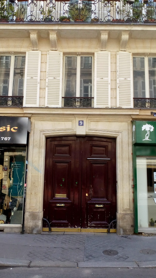 The brown double doors of 9 Rue de Douai Montmartre. This was Toulouse-Lautrec's last Paris address. He lived on the first floor the windows of which are visible at the top of the picture.